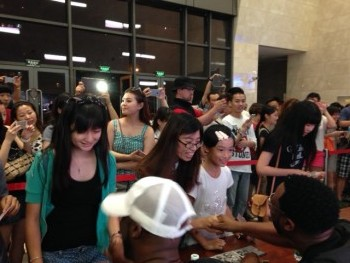 Fans at Daning Theater, Shanghai